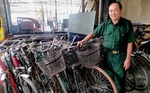 Cựu binh mua xe đạp cũ, sửa thành mới tặng học trò nghèo