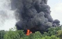 Cháy lớn xưởng mút xốp ở Bình Chánh