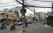 Hàng trụ điện giữa đường: Gỡ trụ, hạ dây một số đoạn