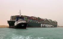 Tàu hàng chặn ngang kênh đào Suez, chủ tàu có thể phải đền hàng triệu đô