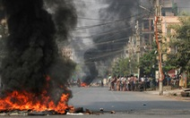 Đạn bắn vào trung tâm Mỹ tại Yangon trong ngày lãnh đạo quân đội Myanmar hứa bầu cử dân chủ