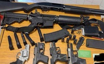 Mỹ: Phát hiện người nạp đạn, báo ngay cảnh sát bắt nghi phạm với 6 khẩu súng