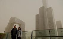 Bão cát vàng bao trùm Bắc Kinh, không khí ô nhiễm nghiêm trọng