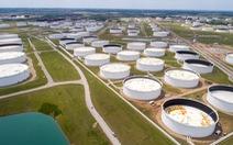 Giá dầu thế giới tăng mạnh, vàng giảm giá