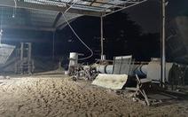Nam công nhân bị cối bắn cát nặng 2 tấn đè chết thảm