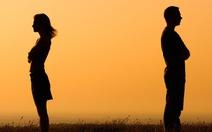 Chia tay, vợ bị chồng 'đòi quà' mới trả lại giấy tờ tùy thân?