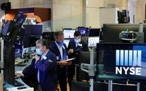 Chứng khoán toàn cầu nhích lên khi giới đầu tư lạc quan về phục hồi kinh tế