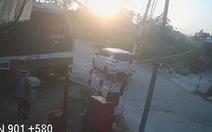 Vụ tàu hỏa tông ôtô ở Quảng Ngãi: Nhân viên quên hạ gác chắn?