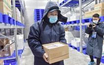 Thêm 580.000 liều vắc xin AstraZeneca do VNVC mua về tới TP.HCM