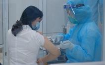 Tiêm vắc xin COVID-19 ở TP.HCM, Hà Nội và Hải Dương: Sau tiêm 30 phút đã trở lại làm việc