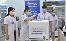 NÓNG: Việt Nam bắt đầu tiêm vắc xin ngừa COVID-19 cho nhân viên y tế ở TP.HCM, Hà Nội và Hải Dương