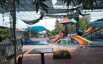 Bé 6 tuổi chết đuối trong khu hồ bơi người lớn, cà phê sân vườn