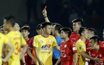 Ai là 'vua nhận thẻ' ở V-League 2021?