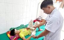 Bé trai 13 tuổi giập nát hai bàn tay vì pin phát nổ