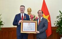 Đại sứ Mỹ Kritenbrink nhận Huân chương Hữu nghị