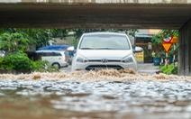 Hà Nội nhiều nơi ngập lênh láng sau mưa