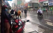 Mới chuyển mùa, vì sao TP.HCM và miền Nam mưa dầm dề từ đêm tới sáng?