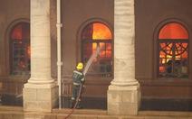 Cháy rừng, thư viện cổ ĐH Cape Town thành ngọn đuốc