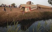 Tàu hỏa trật bánh ở Ai Cập, 11 người chết