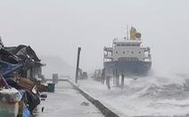 20 thủy thủ mất tích tại Philippines sau khi tàu mắc cạn giữa siêu bão Surigae