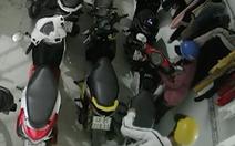 Video nhóm thanh niên phá khóa trộm 3 xe máy tại nhà trọ ở Bình Chánh