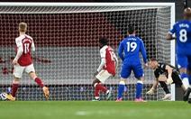 Thủ môn mắc sai lầm ngớ ngẩn khiến Arsenal thua đau Everton
