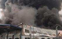 Cháy nhà xưởng Công ty Doosan, khói đen bốc cuồn cuộn
