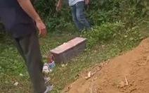 Phát hiện thi thể bé trai sơ sinh trôi trên sông