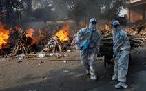 Lửa hỏa táng, chết chóc tiếp tục lan khắp Ấn Độ