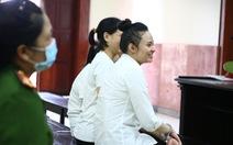 Hot girl Ngọc Miu cười tươi khi ra tòa phúc thẩm