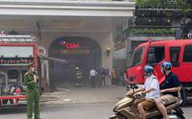 Ôtô bốc cháy dưới tầng hầm Trung tâm thương mại Tràng Tiền Plaza