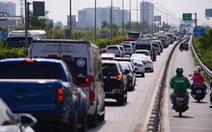 Kẹt xe hàng giờ, cả ngàn xe 'bò' trên cao tốc Long Thành - Dầu Giây, dân bức xúc không xả trạm