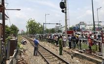 Một phụ nữ bị xe lửa cán đứt lìa 2 chân giữa trưa, tử vong ở bệnh viện
