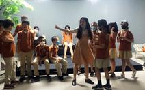 Đạo diễn Việt Linh dạy kịch cho học sinh phổ thông
