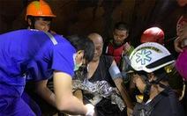 Nhà sư thiền trong hang động mắc kẹt 5 ngày vì lũ lên, 17 thợ lặn giải cứu