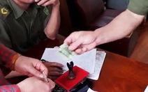 Tạm đình chỉ 2 công an xã thu 100.000 đồng làm căn cước gắn chip