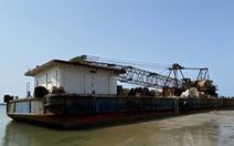 Sà lan 'ma' vật vờ vùng biển cảng Dung Quất
