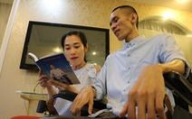 Vượt nghịch cảnh, anh chàng ngồi xe lăn viết sách, tìm được tình yêu '360 nghìn'