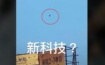 Iron Man bí ẩn, bay lơ lửng giữa trời khiến dân Đài Loan xôn xao