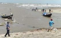 18 học sinh lớp 7 rủ nhau tắm biển, 3 em mất tích