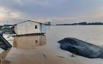 Sà lan chở 27 container đâm chìm bè cá trắm cỏ chuẩn bị thu hoạch