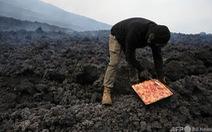 Bánh pizza nướng bằng hơi nóng dung nham núi lửa