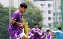 Văn Hậu được ông Park cho tập khởi động cùng đội tuyển Việt Nam