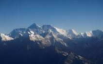 Trung Quốc cấm leo núi Everest vì dịch COVID-19