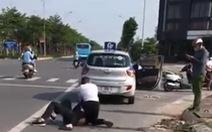 Kỷ luật đại úy công an đứng nhìn tài xế taxi bị thương vật lộn với tên cướp