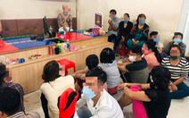Phá sòng bạc 40 người kèm 10 cây mã tấu ở Bình Tân