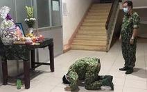 Trung sĩ phục vụ trong khu cách ly không thể về chịu tang mẹ