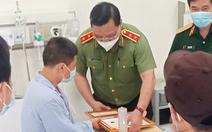 Giám đốc Công an Hà Nội đến bệnh viện trao giấy khen cho tài xế taxi bắt cướp