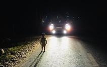 Tài xế bắt gặp bé 2 tuổi lang thang lúc 1h sáng: 'Nhìn cháu bơ vơ giữa đường, tôi sốt ruột lắm'