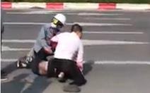 Khen thưởng người giúp tài xế taxi bị đâm khống chế tên cướp